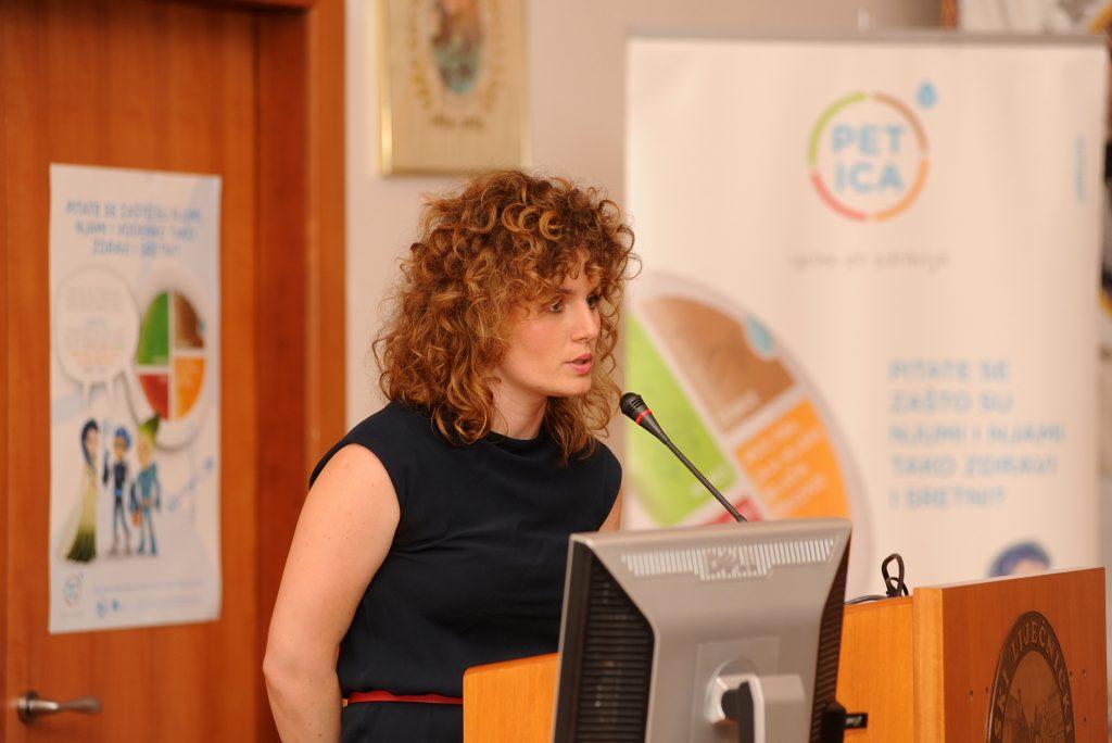 Sara Cobal, mag. nutr, voditeljica programa PETICA – igrom do zdravlja