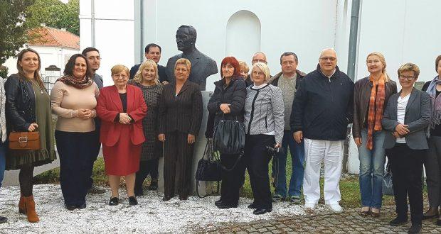 U organizaciji podružnice Vukovar Hrvatskoga liječničkog zbora u edukacijskoj dvorani Opće županijske bolnice Vukovar i bolnice hrvatskih veterana održana je promocija knjige dr. Srebrenke Mesić