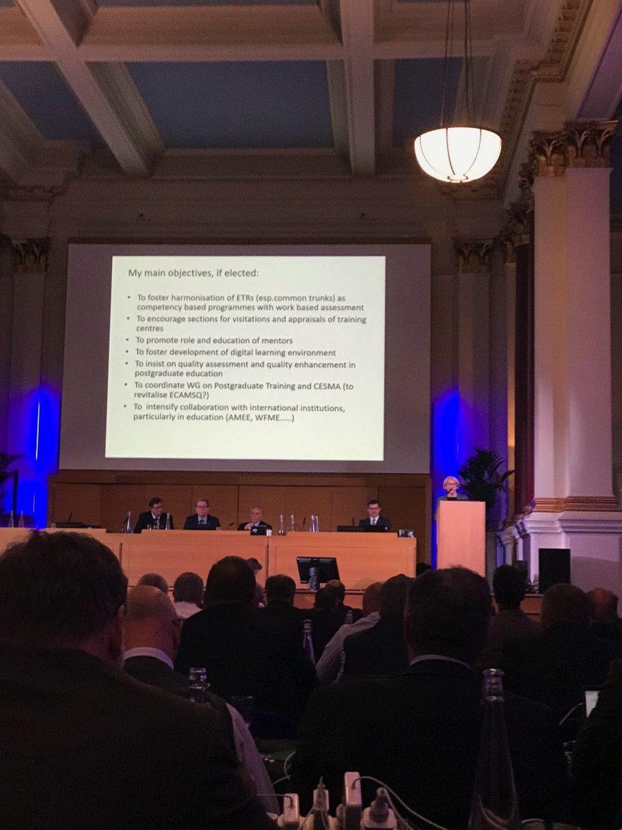 U Velikoj dvorani doma British Medical Association prof. Čikeš predstavlja svoj program članovima Vijeća UEMS-a i Savjetodavnog odbora UEMS-a u tijeku procesa izbora za nove članove predsjedništva.